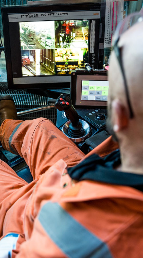 Wintershall Dea Arbeiter in Kran