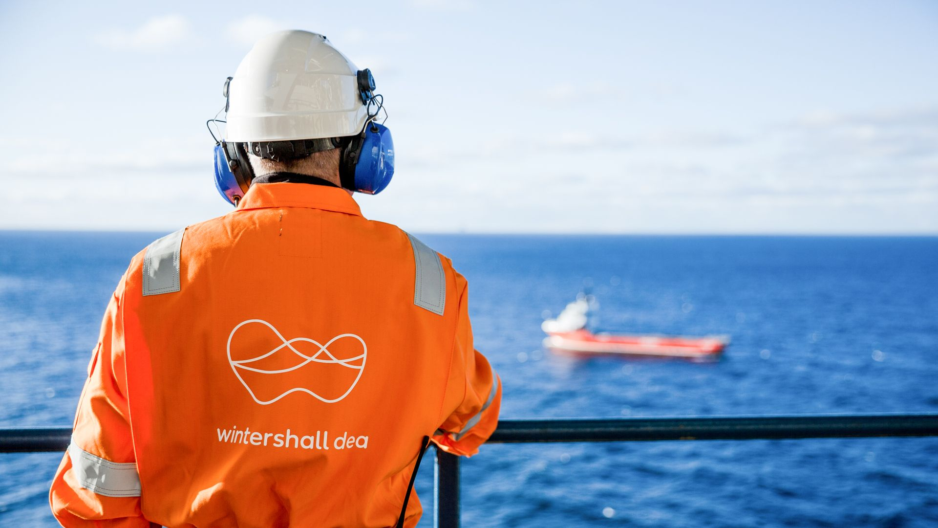 Wintershall Dea employee on a platform