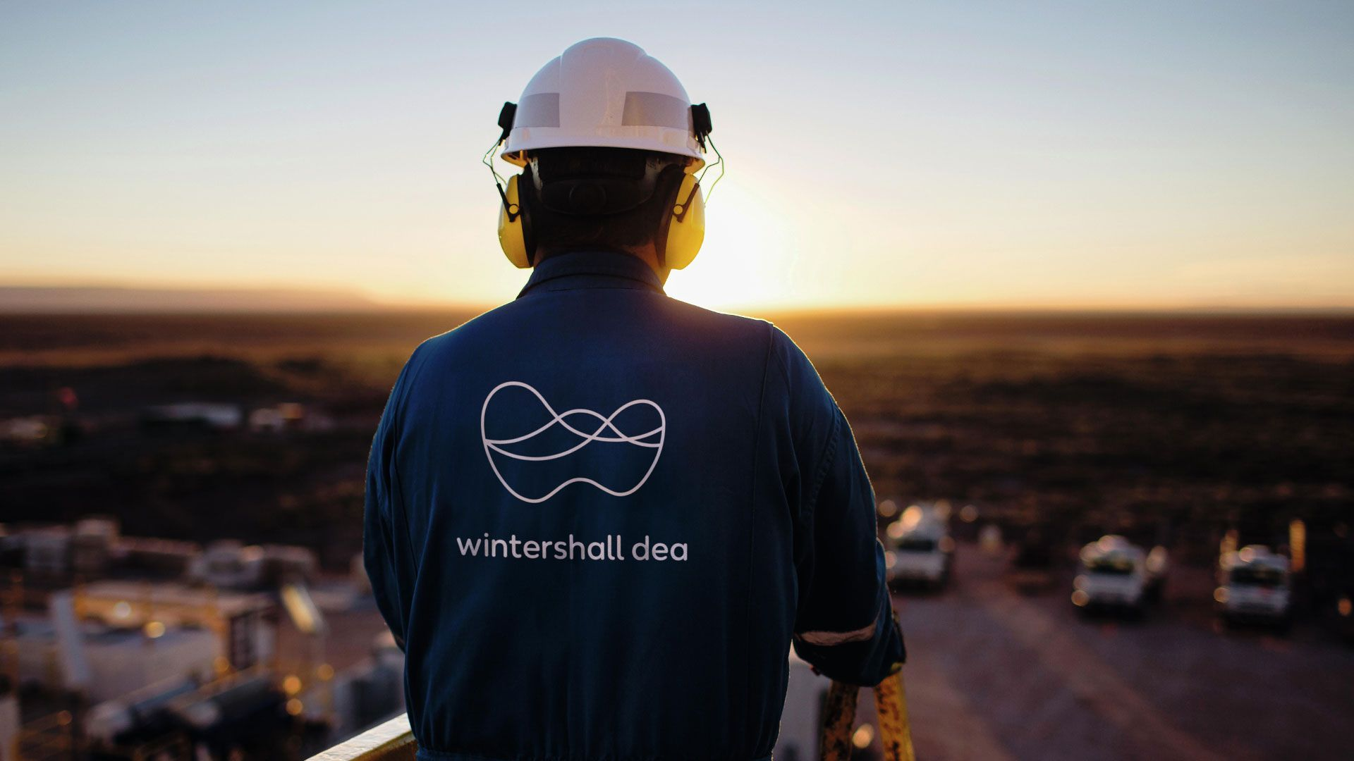 Wintershall Dea employee production site logo sunset